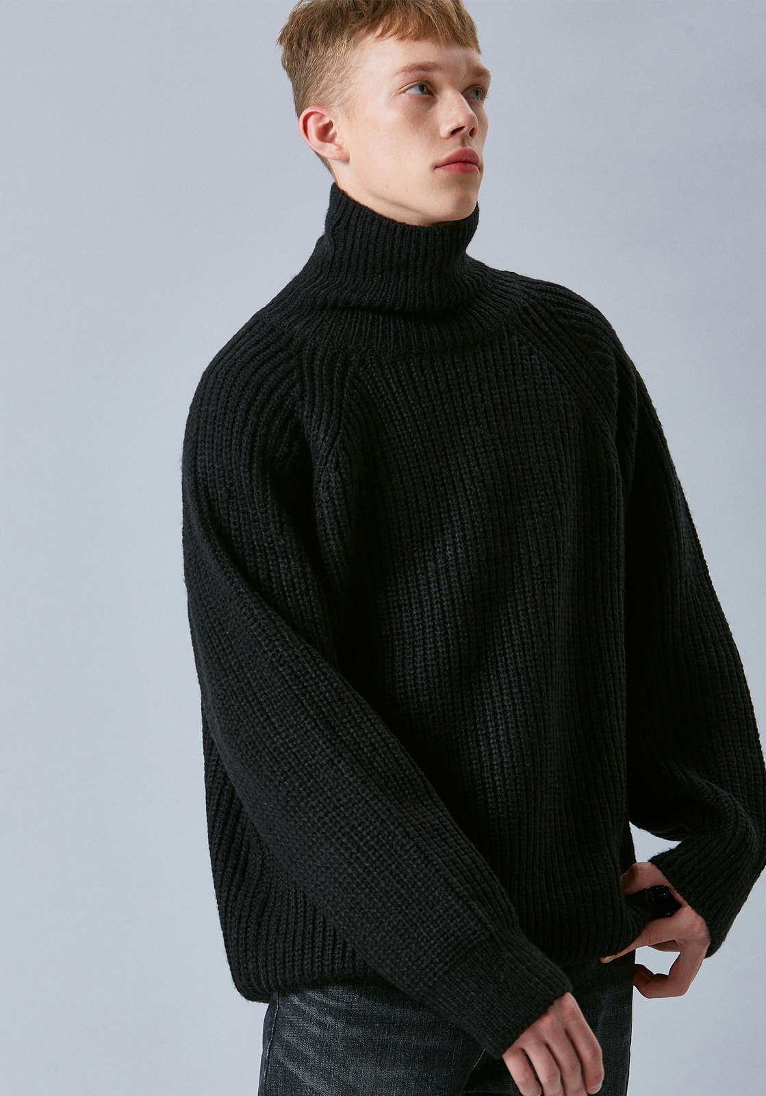V556 AVIGNON WOOL TURTLENECK KNIT  BLACK