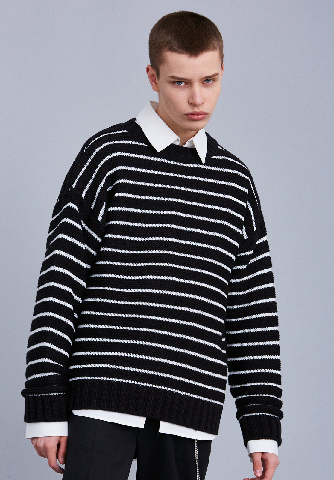 V561 EMBO STRIPE KNIT  BLACK