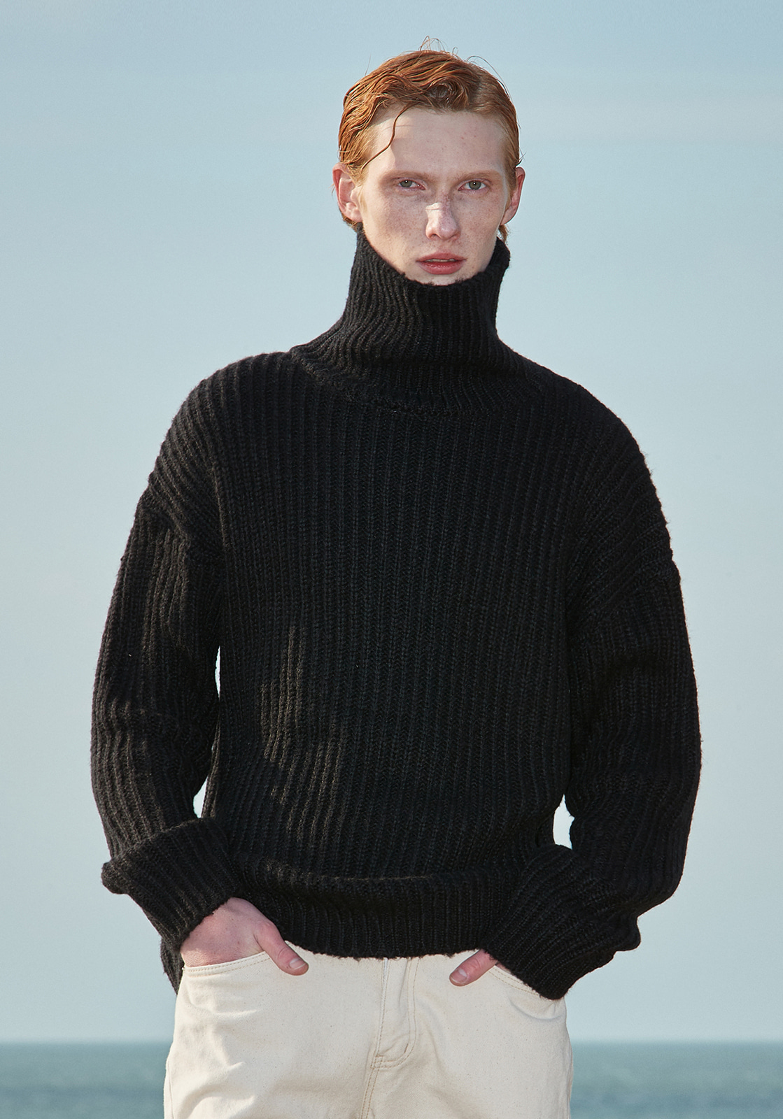 V573 HEAVY WOOL TURTLENECK KNIT  BLACK