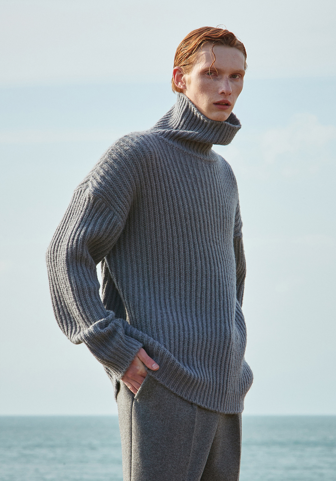 V573 HEAVY WOOL TURTLENECK KNIT  GRAY