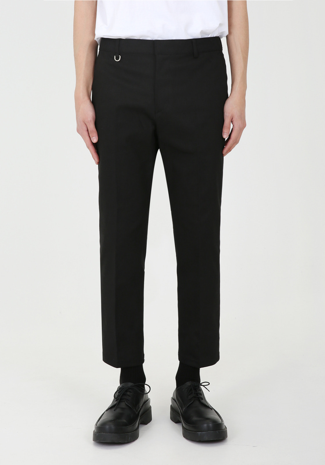V311 JAMES BANDDING CROP CHINO PANTS  BLACK