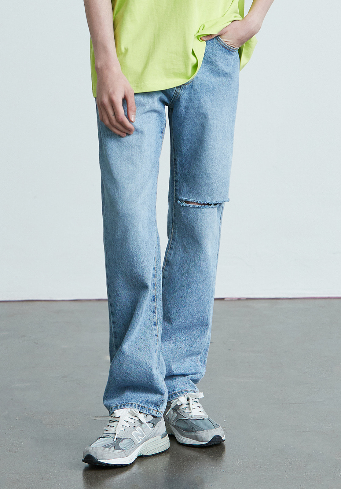 V018 WIDE FIT DISTROYED DENIM PANTS  LIGHT BLUE